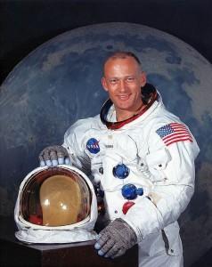 Før han vandret på månen fløy Buzz Aldrin 66 skarpe oppdrag med F-86 i Korea på 50-tallet. Her avbildet i juli 1969 (Foto: NASA)