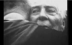Ralph Gabriel med sin sønn Peter (bildet er hentet fra videoen)