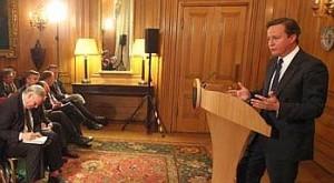 David Cameron på pressekonferansen hvor han forsøker å få grep om avisskandalen (foto: Number10.gov.uk)