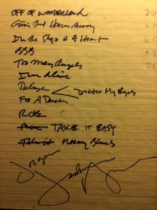Dette er Jackson Brownes håndskrevne kladd på setlisten han gjorde på Norwegian Wood i 2010. Den ble sIgnert og henger nå innrammet på Jørgen Rolls hytte i Hemsedal.
